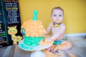 1 Yaş Çekimi ve Pasta Parçalama